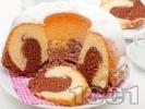Рецепта Цветен пухкав кекс с какао